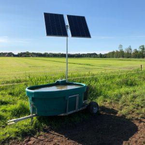Mobiele weidedrinkbak op zonne-energie